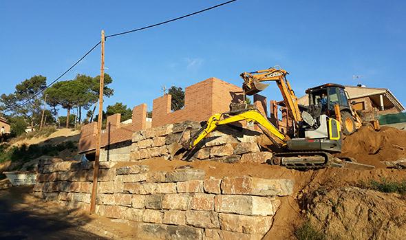 Muros de piedra o rocalla excavaciones roca rosa - Muros de rocalla ...