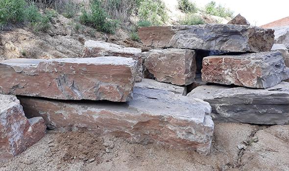tambin ofrecemos la posibilidad de la construccin de muros prefabricados que a diferencia de los muros de piedra natural estn fabricados en moldes con - Muros De Piedra